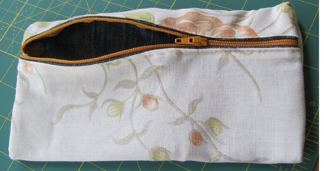 How to Sew Zipper on Homemade Bag with a Lining