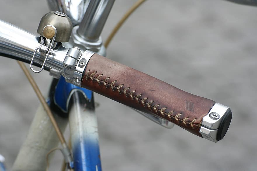 How to Braid Leather Around a Handle