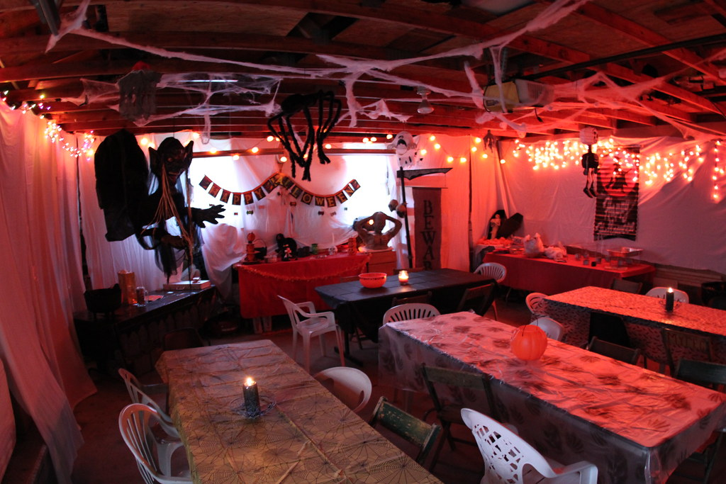 How to Decorate a Garage for a Party