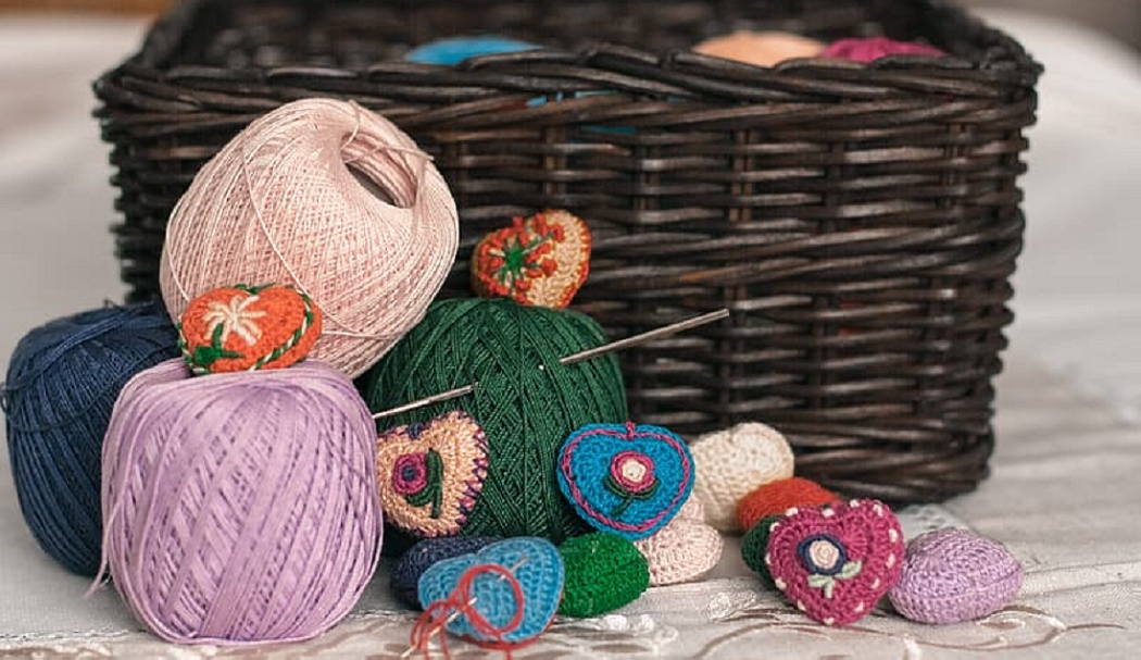 How to Weave a Basket with Yarn