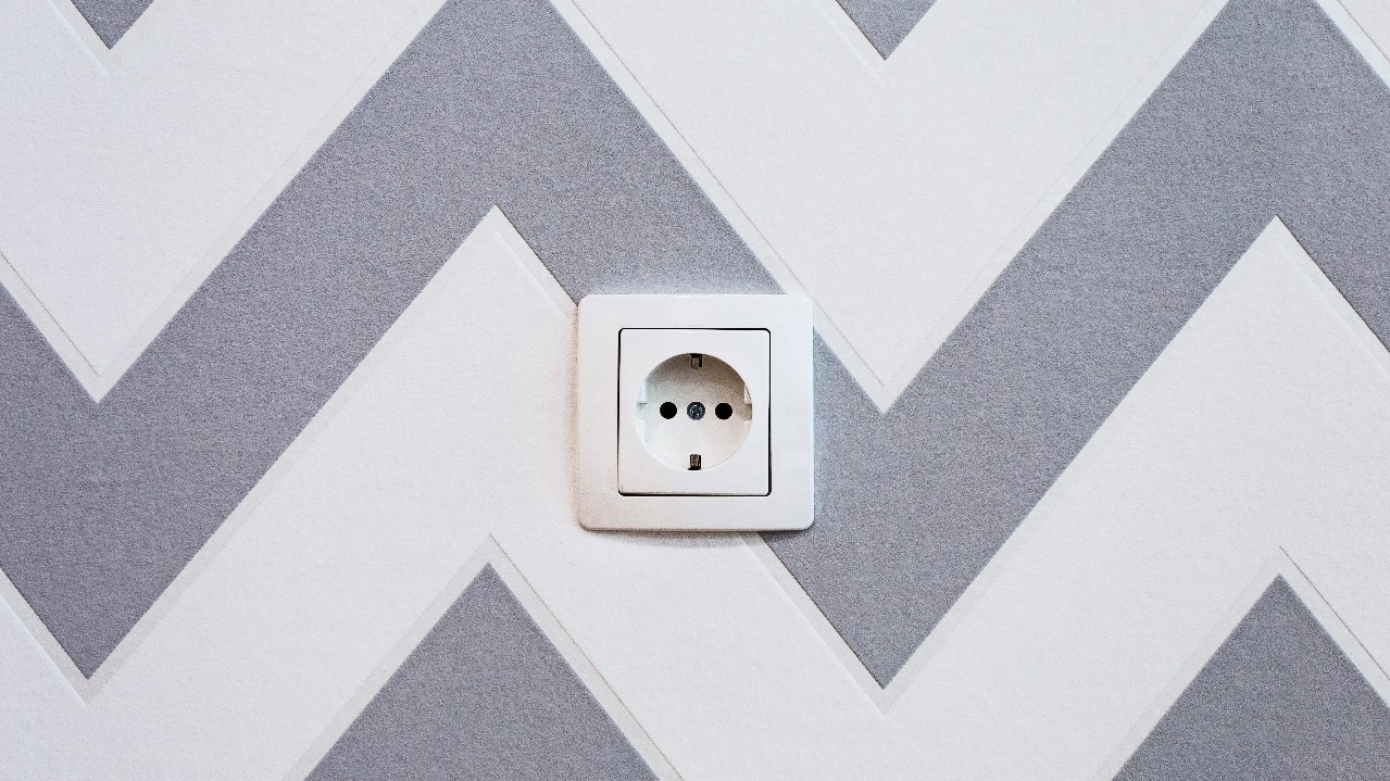 how to cut outlet holes in drywall