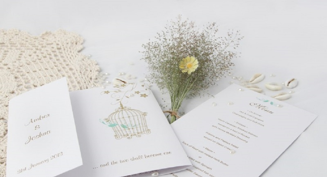 How to Decorate a Birdcage for Wedding Cards