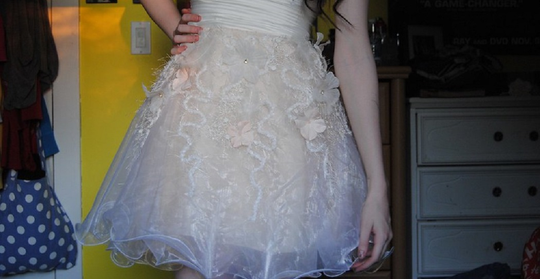 How to Get Wrinkles Out of Polyester Prom Dress 2