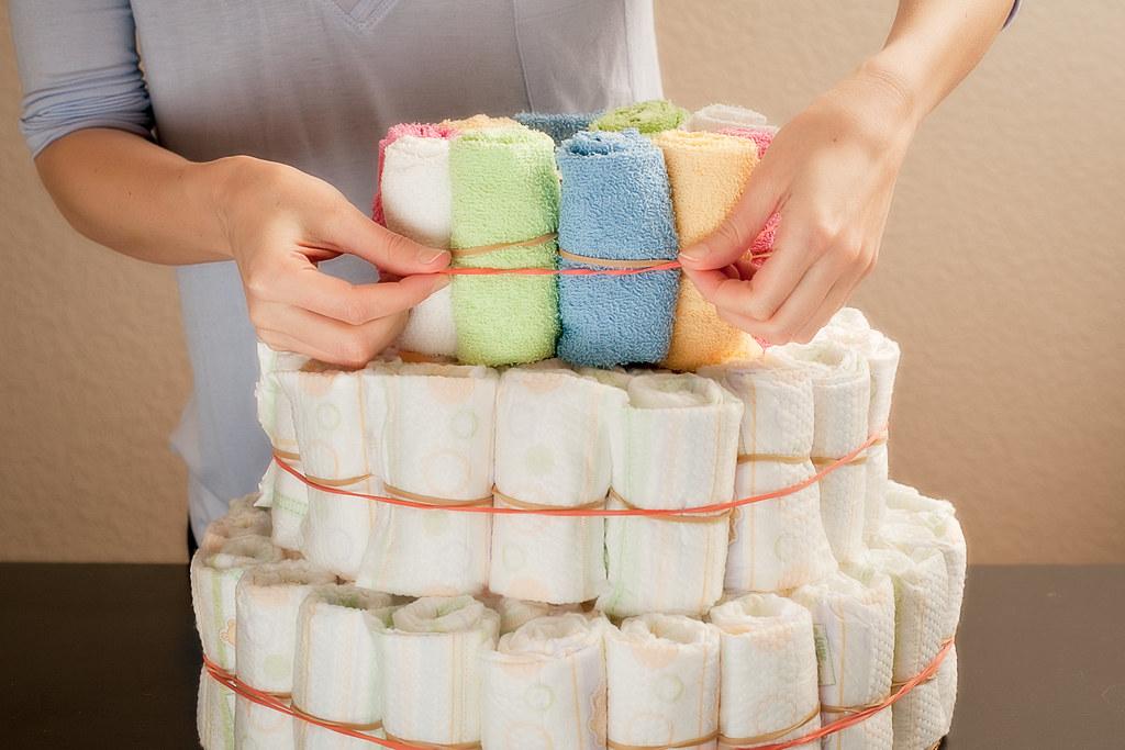 How to Make a Jeep Diaper Cake 1