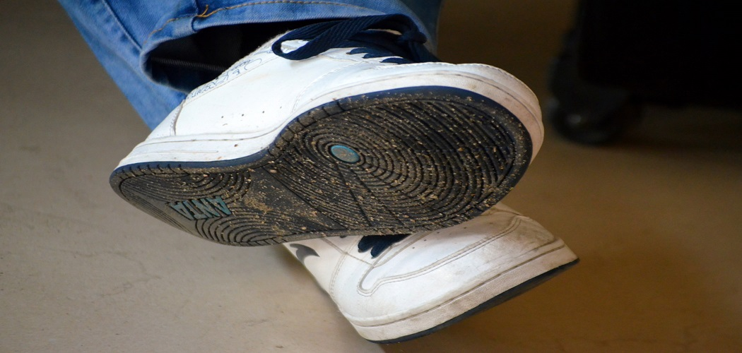 How to Paint Rubber Soles on Sneakers-1