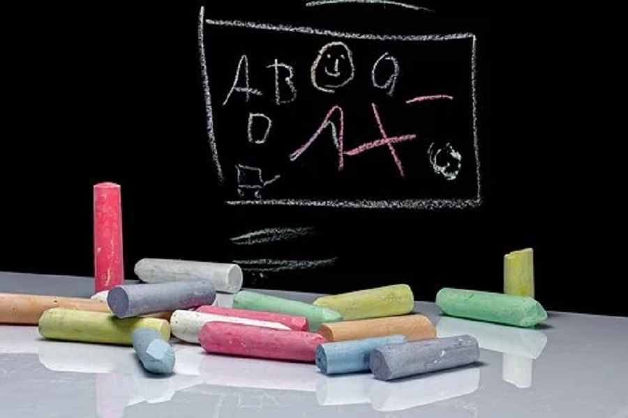 How to Remove Chalkboard Paint-1