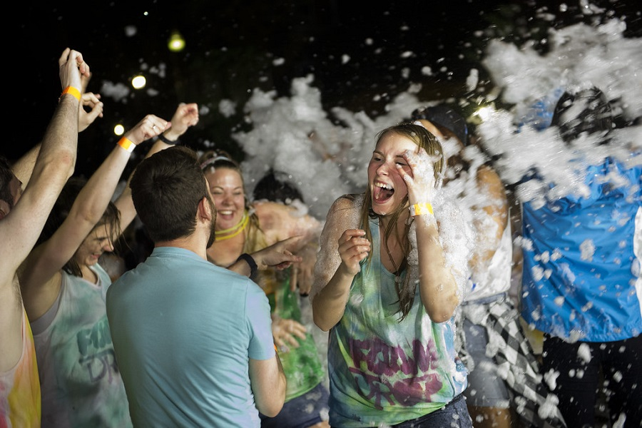 How to Throw a Foam Party-1