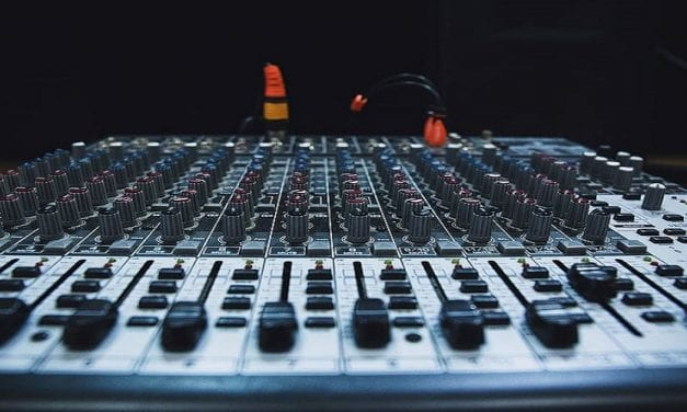 How to Clean a Mixer Board