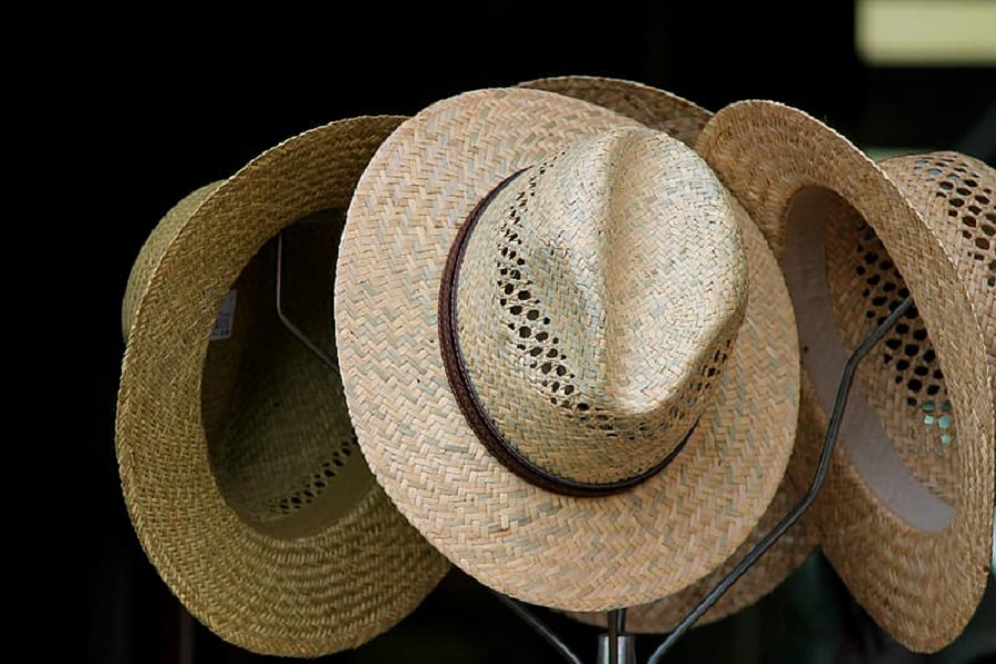 How to Make a Cowboy Hat Out of Cardboard