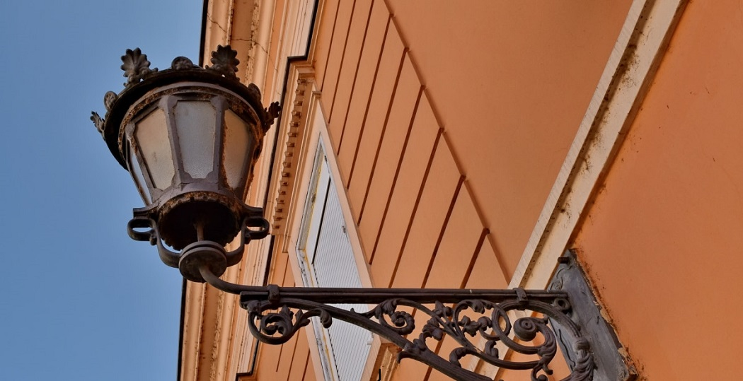 How to Clean Outdoor Brass Light Fixtures