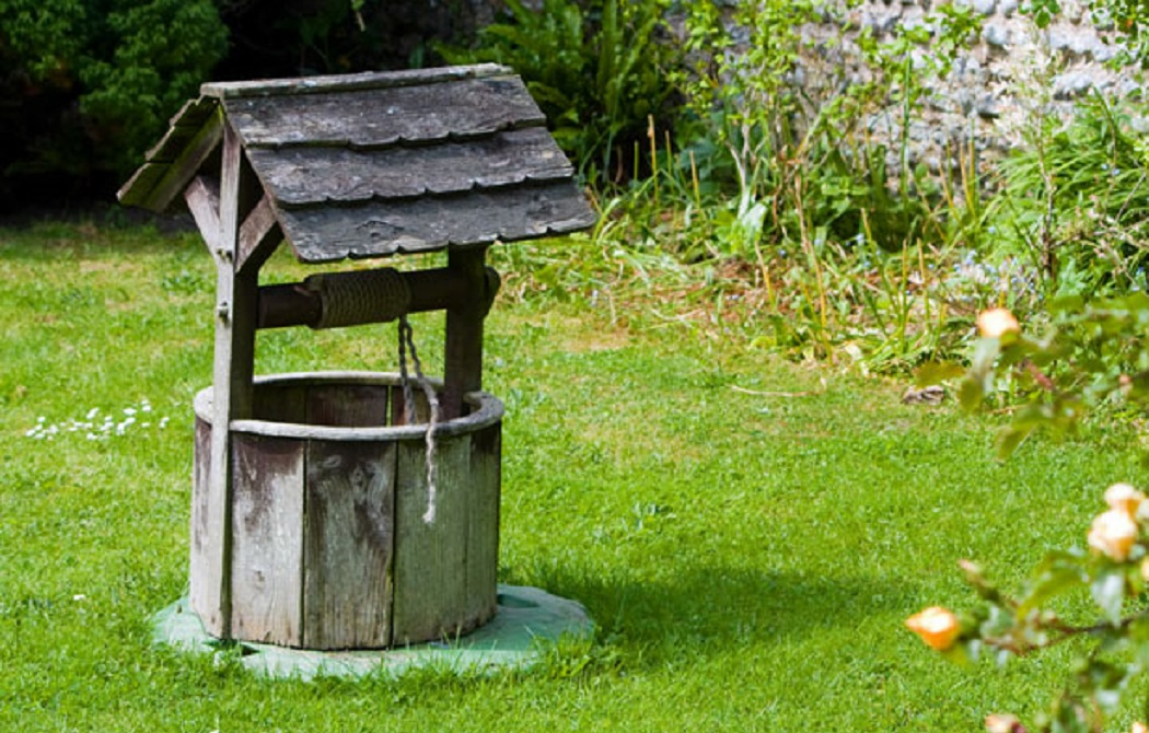 How to Make a Wishing Well Out of Wood