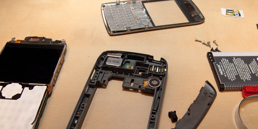 Disassembling the phone