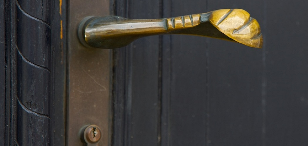 How to Fix a Door Knob That Turns but Doesn't Open