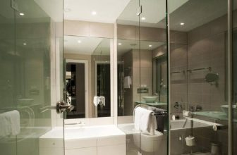 How to Keep a Glass Shower Door Closed