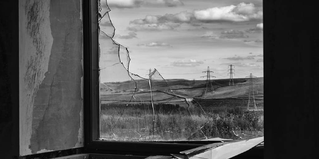 How to Remove Broken Glass From Window