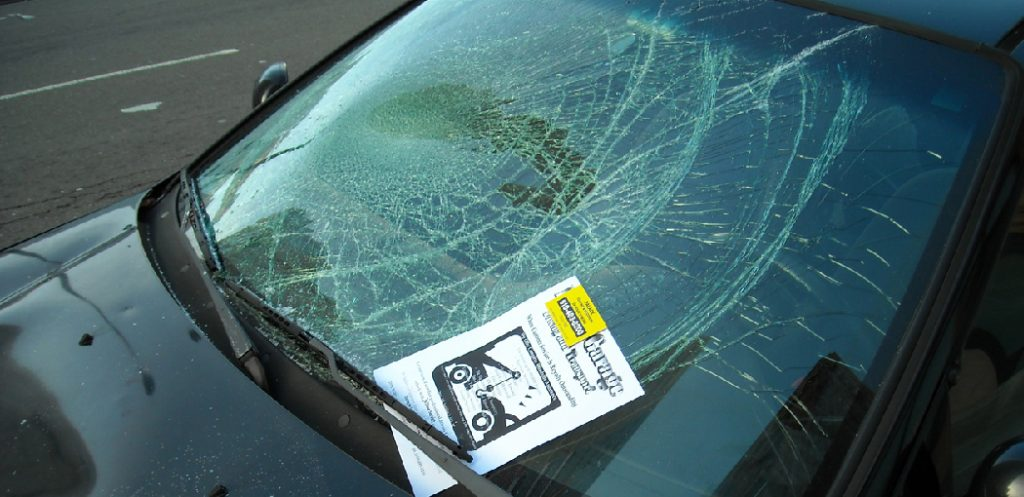 How to Remove Scratches From Windshield Toothpaste
