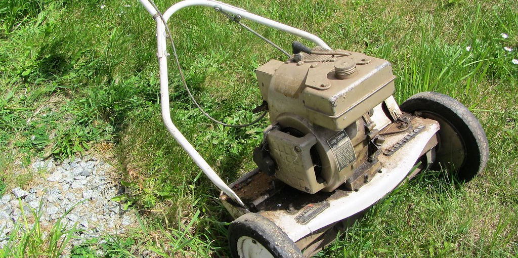 How to Check Oil in Lawn Mower