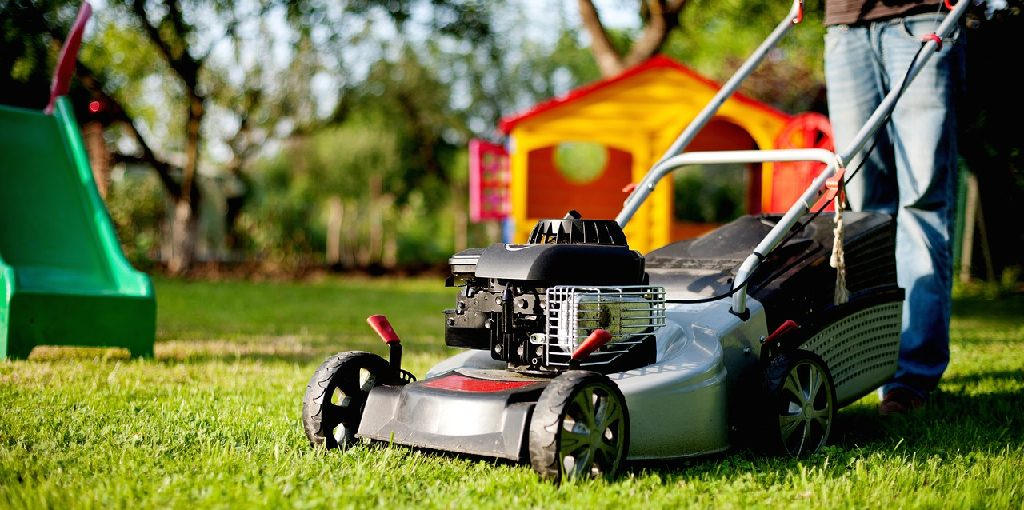 How to Clean Lawn Mower Carburetor Without Removing
