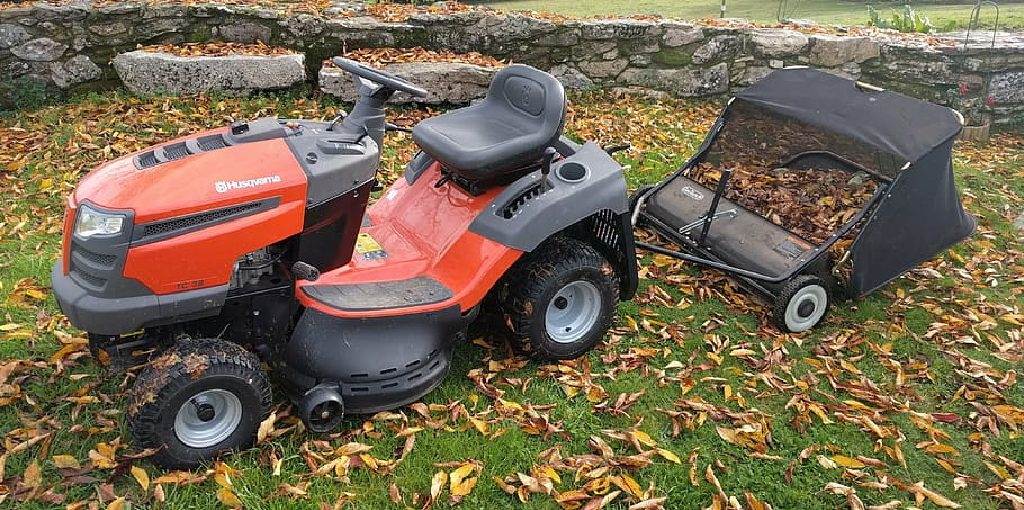 How to Drain Excess Oil From Lawn Mower
