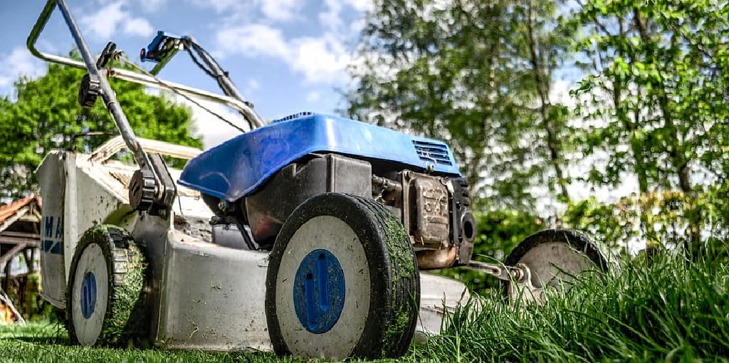 How to Keep Grass From Sticking to Lawn Mower
