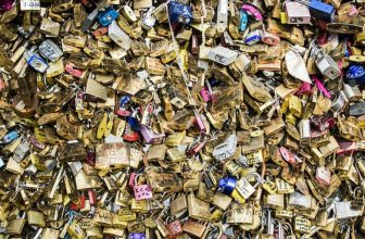 How to Pick a Combination Lock With a Paperclip