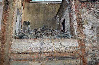 How to Remove Exterior Caulk From Brick