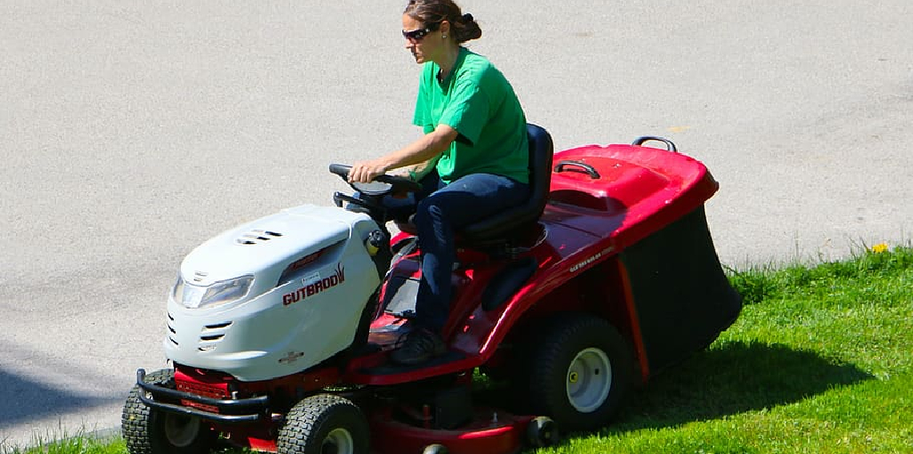 How to Remove Water From Lawn Mower Gas Tank