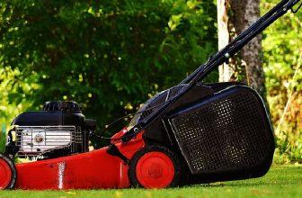 How to Repair Rear Wheel Drive on Lawn Mower