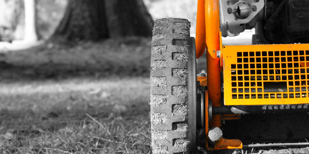 How to Reseat a Lawn Mower Tire