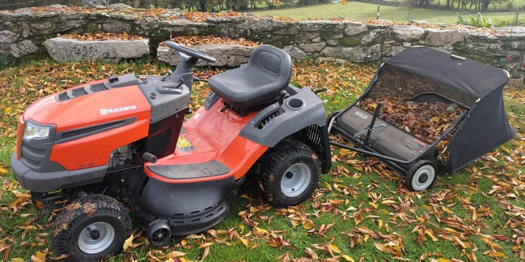 How to Transport a Riding Lawn Mower Without a Trailer