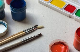How to Stop Acrylic Paint From Getting Streaky