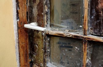 How to Remove Rust From Shower Door Frame