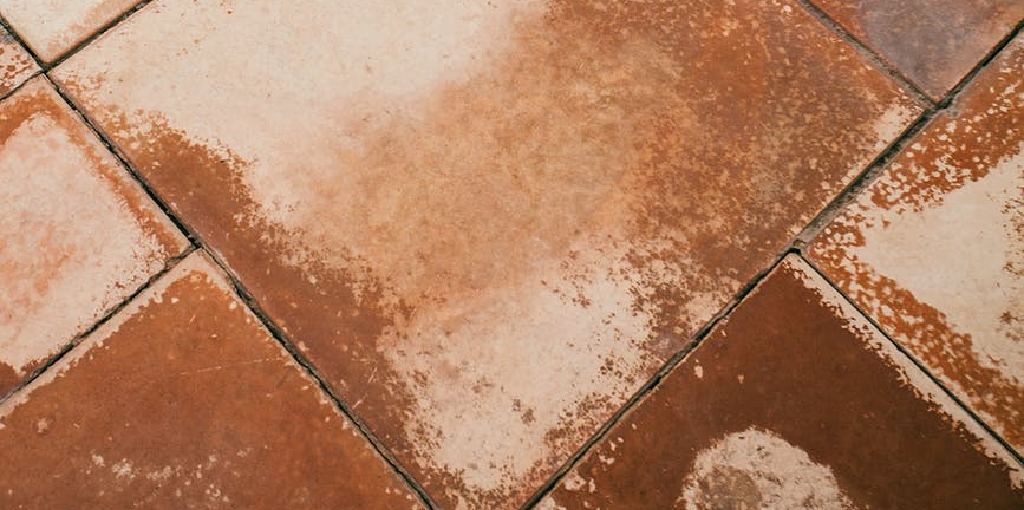 How to Remove Yellow Stains From Shower Tiles